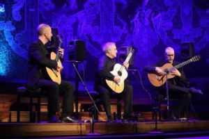 """""""ברצלונה טריו"""": הרכב הגיטריסטים הוירטאוזייים המצליח בדרך לישראל"""