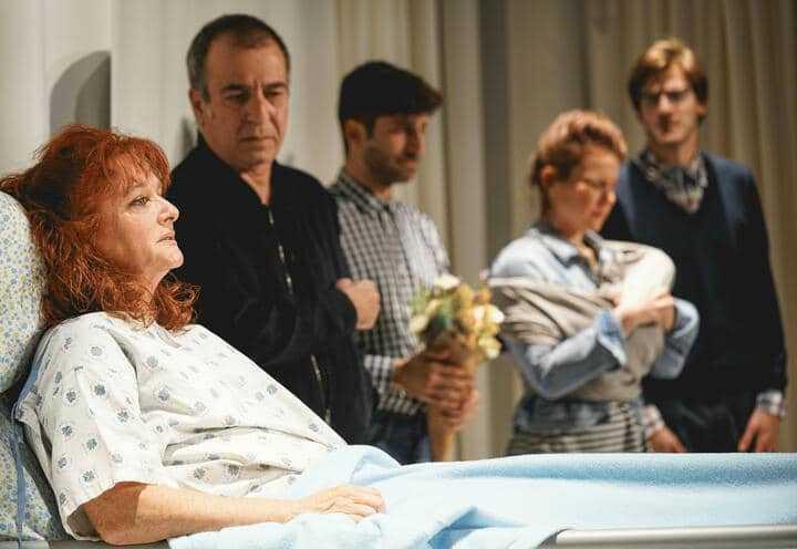 ההצגה תחושת בטן בקאמרי - כרטיסים, שחקנים ולוח הצגות 2020